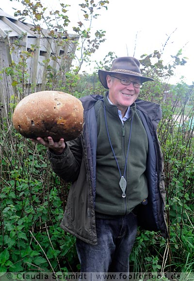 River Cottage - John Wright mit einem Giant Puffball
